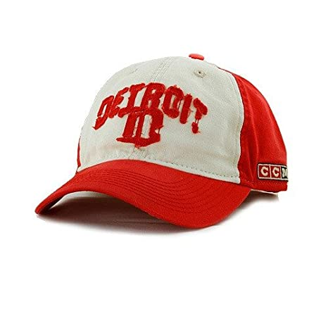 4b7e4faaeb1 Amazon.com   Detroit Red Wings Gothic D Frayed Cap by CCM