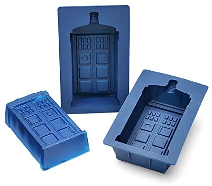 Amazoncom Doctor Who Tardis GelatinCake 2Piece Mold Set Kitchen