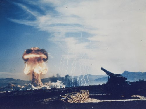 Photography Poster - Frenchman's Flat Nevada - Atomic Cannon Test - History's... (Atomic Cannon)