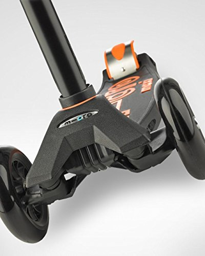 Micro Maxi Deluxe Kick Scooters (Black) by Micro Kickboard (Image #7)