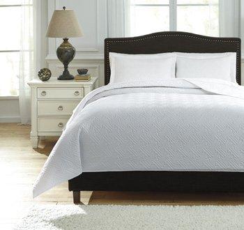 Ashley Furniture Signature Design - Aldis Coverlet Set - Includes Coverlet & 2 Shams - Queen Size - White