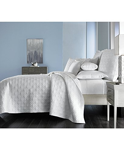 Hotel Collection Embroidered Frame Quilted White King Coverlet (Embroidered Frame)