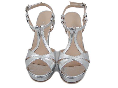 72 DAV, sandalo in nappa argento, tacco 11cm. e plateau 2cm., 640 e17