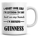 I Might Look comme Je suis l'écoute de vous mais dans MA Tête Je suis boire Guinness Mug à café