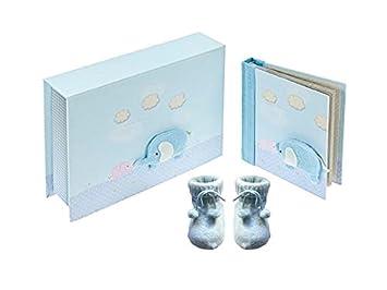 Caja de regalo azul con álbum de fotos y patucos con decoración de ...