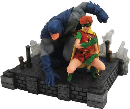 (DIAMOND SELECT TOYS DC Gallery: The Dark Knight Returns Batman & Robin Deluxe PVC Figure Diorama)