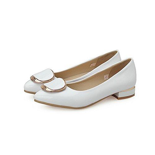 84a06fbeaf7920 VogueZone009 Damen Niedriger Absatz Eingelegt Ziehen auf Lackleder Spitz  Zehe Pumps Schuhe Weiß ...