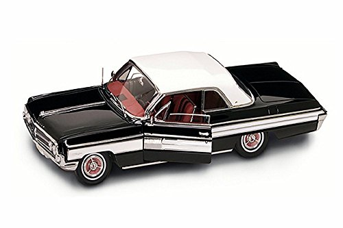 1962 Oldsmobile Starfire, Black with White Roof - Road Signature 20208 - 1/18 Scale Diecast Model Toy Car