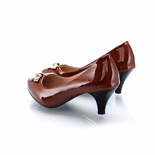 Embellecedor metálico liso, zapatos, zapatos de punta grande brown