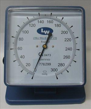 Lyall Willis Tensiómetro aneroide – para modelo – Tensiómetro con manguito para adultos.