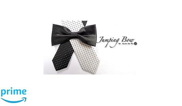 Jumping Bow Tie by Guan Da Wu: Amazon.es: Juguetes y juegos