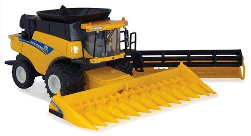 ERT13829 ERTL - New Holland CR8090 Combine Combine has