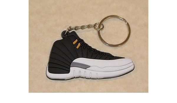 1 llavero Air Jordan Retro 12 (negro/blanco/metálico) por ...