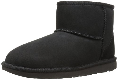 e94cd040c29 UGG Kids K Classic Mini II Pull-on Boot, Black, 1 M US Little Kid