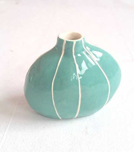 Budvase from Kri Kri Studio. Small round organic form. Simple modern style. Jade green with raised white - Jade Centerpiece