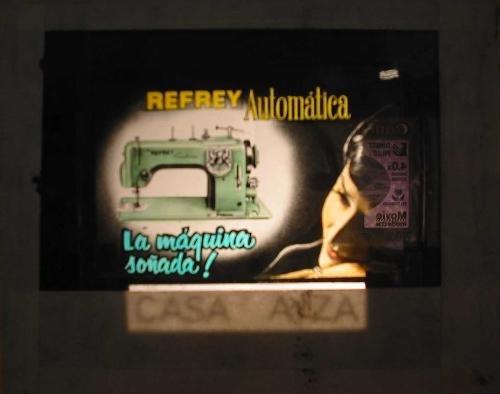 Antigua PUBLICIDAD EN CRISTAL PARA CINES : Máquina de Coser Refrey Automática: Amazon.es: Sin autor: Libros