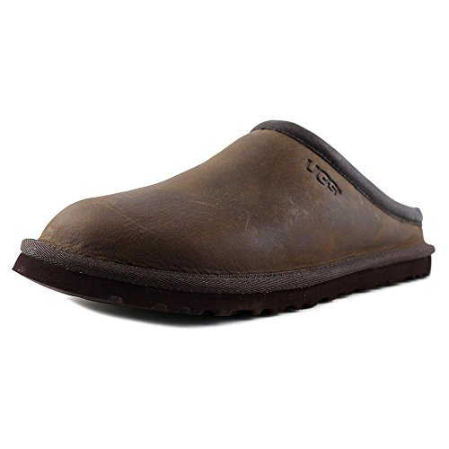 The Short Classic is an icon of casual style surrounding your feet with the natural fibres of double-face sheepskin delivering a warm, soft and durable fit. A truly iconic style. This boot delivers comfort with luxurious Twinface sheepskin, a plush wool insole, and a lightweight, flexible outsole.