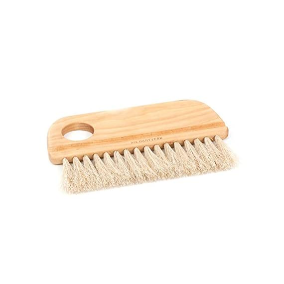 Iris Hantverk Natural Baker's Brush 1 Natural baker's brush, perfect for baking and pastry cooking Brush is crafted with oil treated birch wood and horse hair bristles Horsehair is heat resistant it can be used in the oven