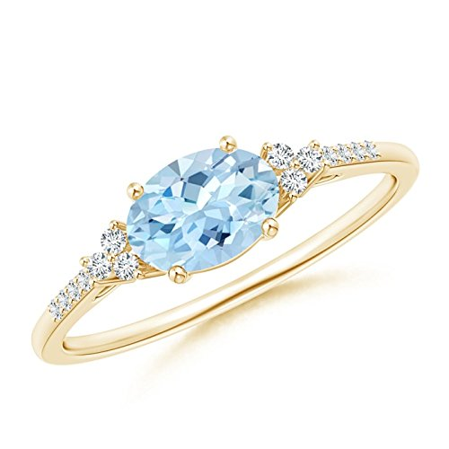 (Horizontally Set Oval Aquamarine Solitaire Ring with Trio Diamond Accents in 14K Yellow Gold (7x5mm Aquamarine))