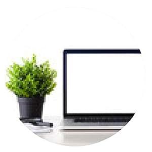 alfombrilla de ratón ordenador portátil con pantalla aislado se encuentra en la tabla - ronda - 20cm
