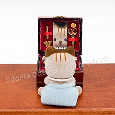 Odoria 1:12 Miniature Wooden Jewelry Box Display Case Dollhouse Decoration Accessories: Toys & Games