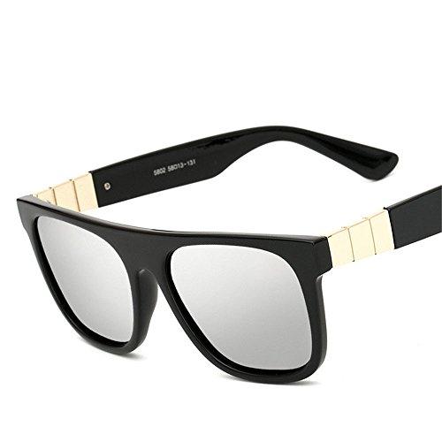 Chahua Dans les lunettes de soleil dans le quartier branché et élégant dans les lunettes de soleil Lunettes de soleil rétro