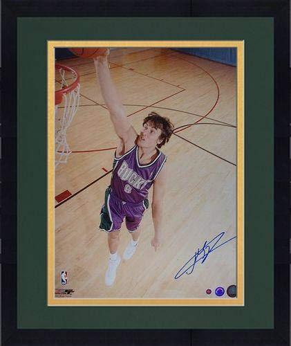 Framed Andrew Bogut Signed Bucks Action Dunk 16x20 Photograph (Schwartz) - Steiner Sports Certified - Autographed NBA Photos