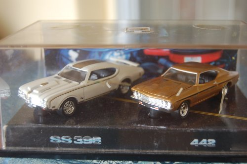Hotwheels Muscle Cars Oldsmobile 442 & Chevrolet Chevy Chevelle - 30th Anniversary of '69 Muscle Cars - 100% Die Cast Metal - Multi-Piece Vehicle from 1st Tool Run