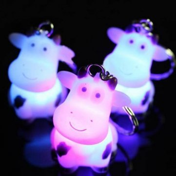 Bheema Dibujos animados de vaca de llavero Touch de flash 3colores LED Keychain Luz