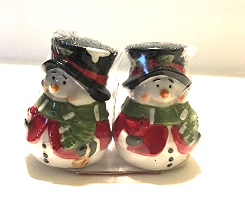 Adorable Holiday Snowman Salt and Pepper Shaker Set! ()