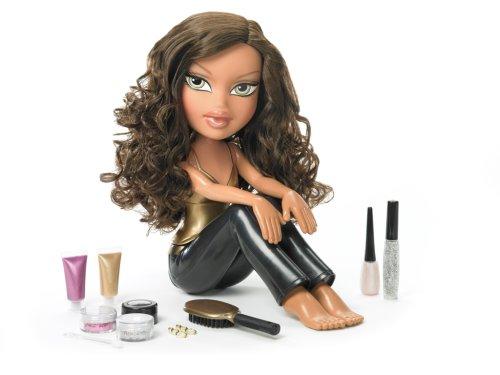 - MGA Bratz The Movie Funky Fashion Makeover, Yasmin