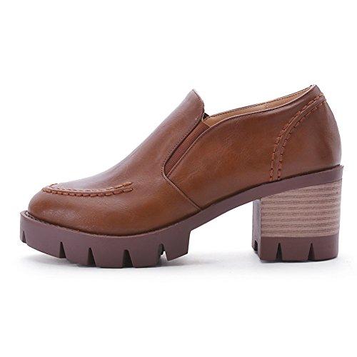 AllhqFashion Damen Ziehen auf Rund Zehe Niedriger Absatz PU Leder Rein Pumps Schuhe Braun