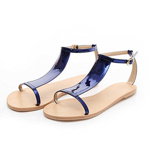 AllhqFashion Damen Ohne Absatz Lackleder Rein Schnalle Flache Sandalen Blau
