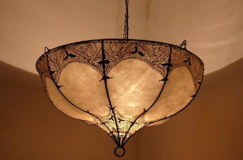 Marruecos oriental lámpara de techo luz de henna de cuero ...