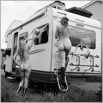 nackt im haushalt