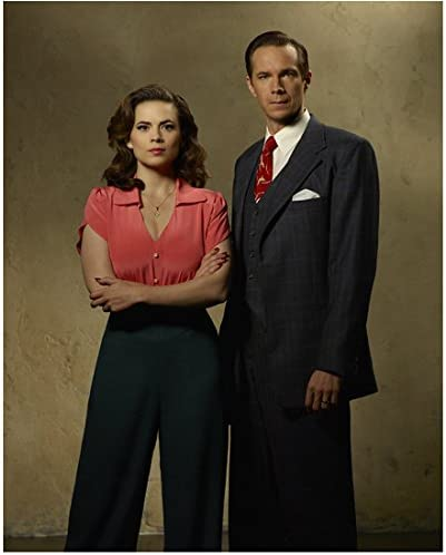 Agent Carter Hayley Atwell As Peggy Carter And James D Arcy As Edwin Jarvis 8 X 10 Inch Photo At Amazon S Entertainment Collectibles Store