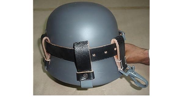Alemán WW2 Casco de cuero negro Carry Strap con clips de metal (portador del casco solamente): Amazon.es: Deportes y aire libre