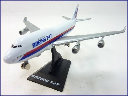 - WELLY jumbo jet Boeing 747 airliner air plane model by Welly