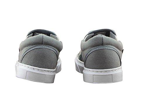 Nieuwe Vintage Damesslip Op Sneakers Met Vw Combi Van Stamp- Hoogwaardige Wandelschoen Met Rubberen Tractie Buitenzool Voor Modeliefhebbers- Vrijetijdskleding- Ultiem Comfort- Tijdloos Design