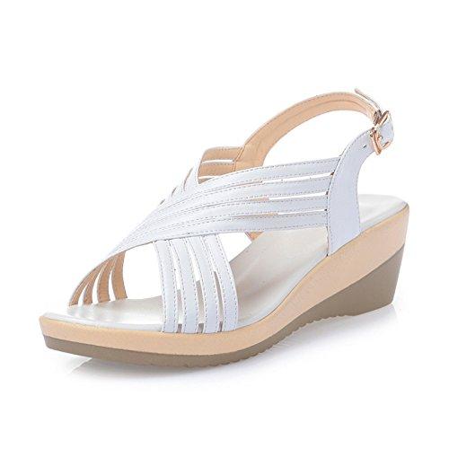 Sandalias con tacón de Ronda;Un par de sandalias de verano, blanco, treinta y seis