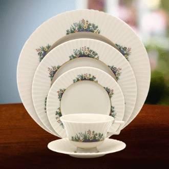 Fine China Garden Bouquet (Lenox Rutledge Tea Pot with Lid)