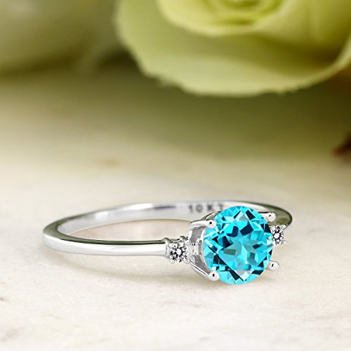 10K White Gold Engagement Solitaire Ring set with 0.93 Ct Round Swiss Blue Topaz and White Diamonds