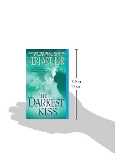 Amazon the darkest kiss 9780553591149 keri arthur books fandeluxe Images