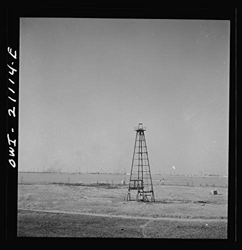 Vintography Reproduced Photo of Pampa Vicinity, Texas. Passing an Oil Field Along The Atchison, Topeka and Santa Fe Railroad Between Canadian and Amarillo, Texas 1943 Delano C Jack 05a ()