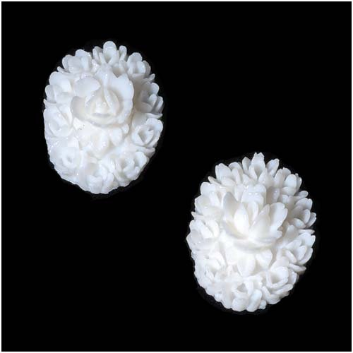 (Vintage Look Lucite Cameo Bead White Flower 18mm X 25mm (2))