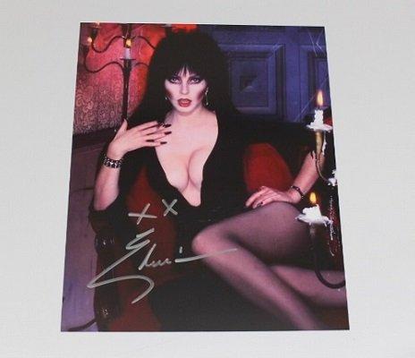Elvira Cassandra Peterson Sexy Mistress of the Dark