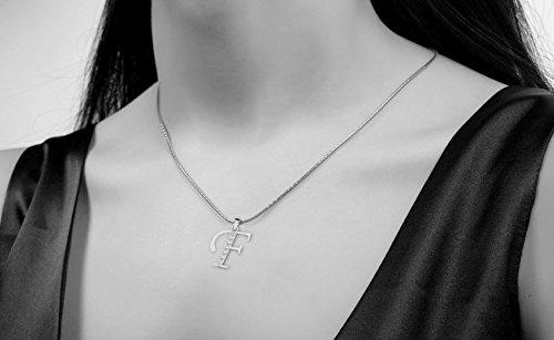 Or Blanc 9 ct Pendentifs Diamant en forme de F alphabet, 0.13 Ct Diamant, GH-SI, 0.55 grammes.