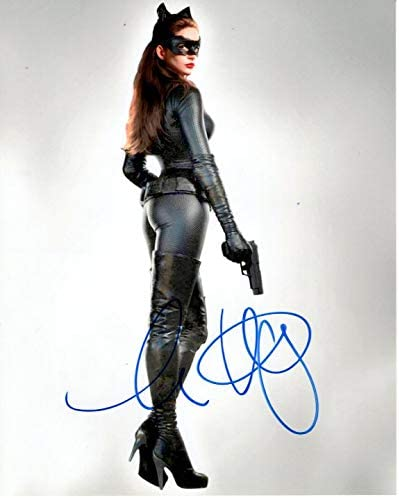 Anne Hathaway Autographed Batman The Dark Knight Rises Catwoman Selina Photo At Amazon S Entertainment Collectibles Store
