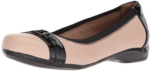 CLARKS Women's Kinzie Light Loafer Flat, Cream Leather/Synthetic Patent, 7.5 Medium US by CLARKS