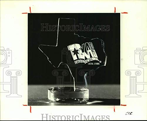 Vintage Photos 1986 Press Photo Texas Sesquicentennial Jade Crystal Paperweight - hca62783